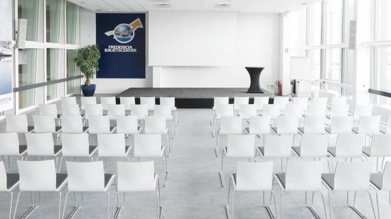 Stolerækker i ADP Loungen i Fredericia Idrætscenter